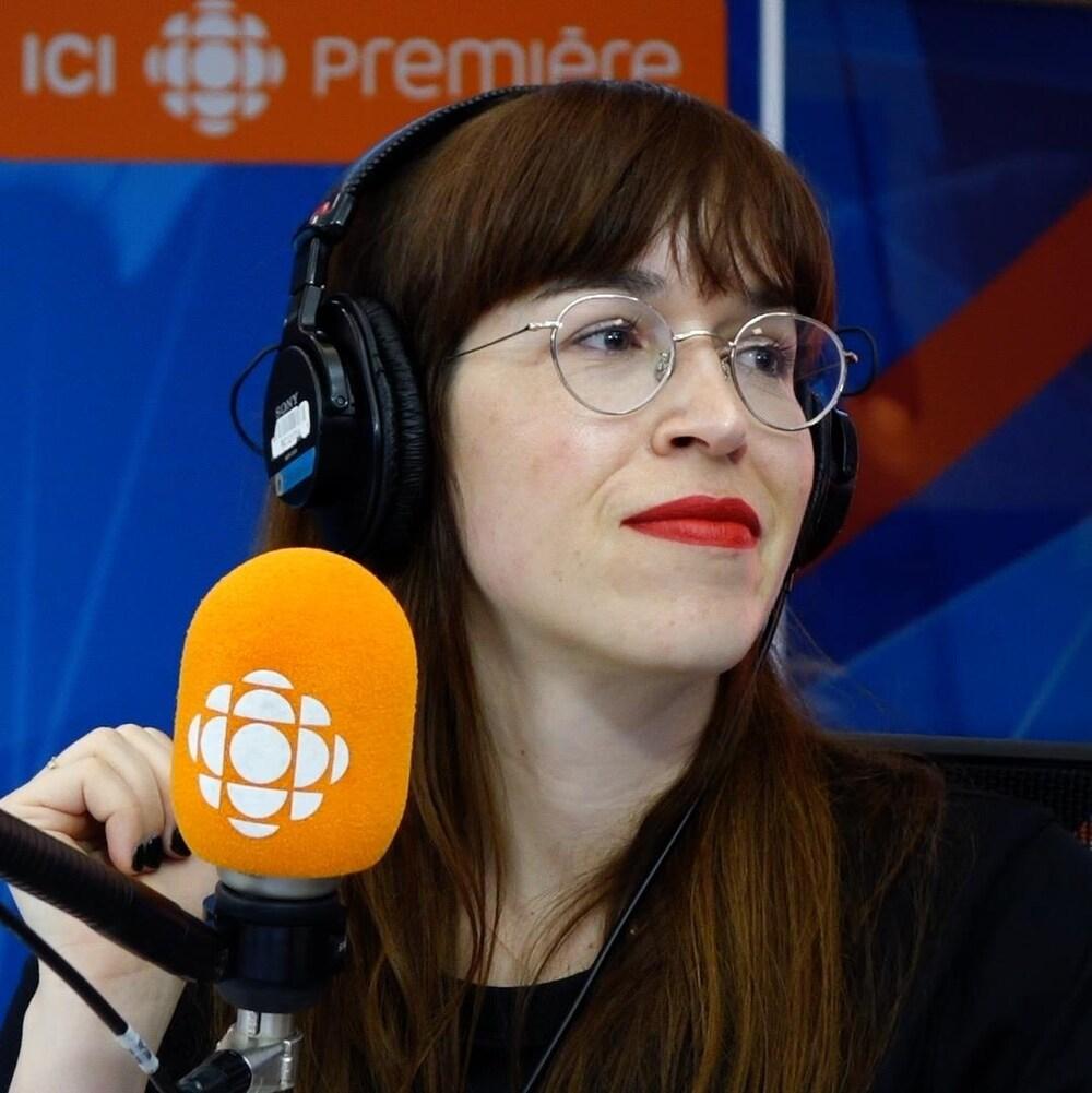 Catherine Ethier au studio 17 de Radio-Canada