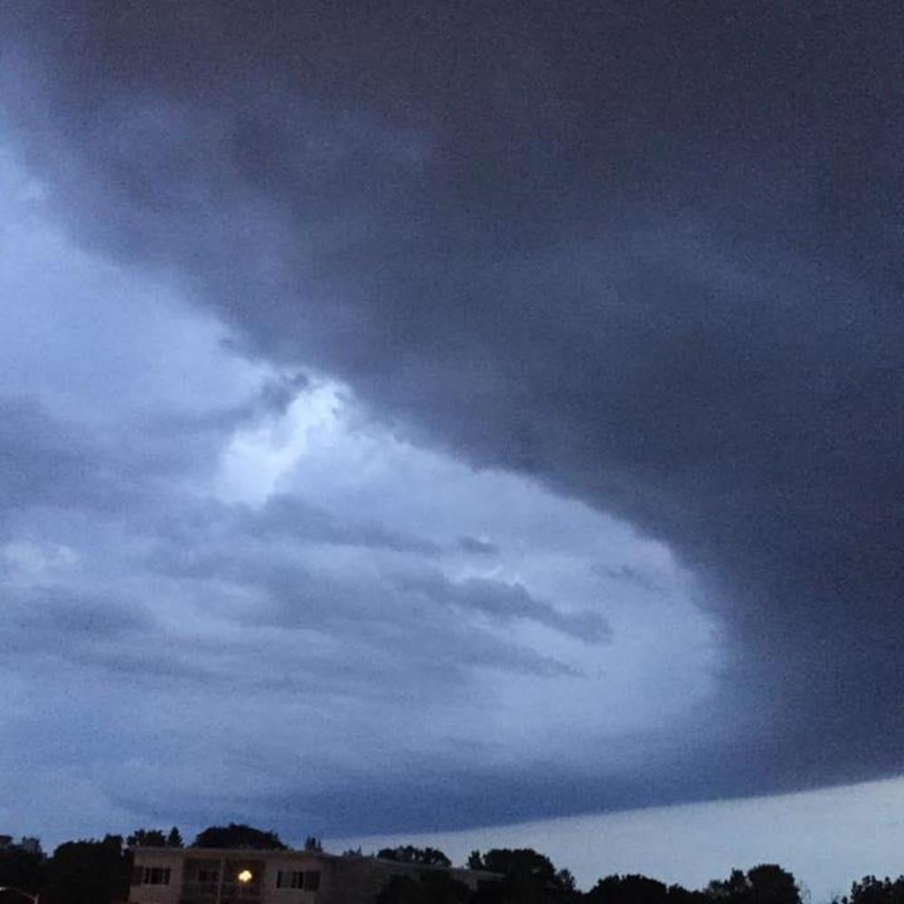 Le ciel menaçant en soirée mardi à Québec.