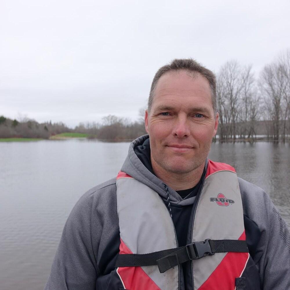 Rob Dekany a transporté plusieurs centaines de personnes dans son bateau depuis trois jours.