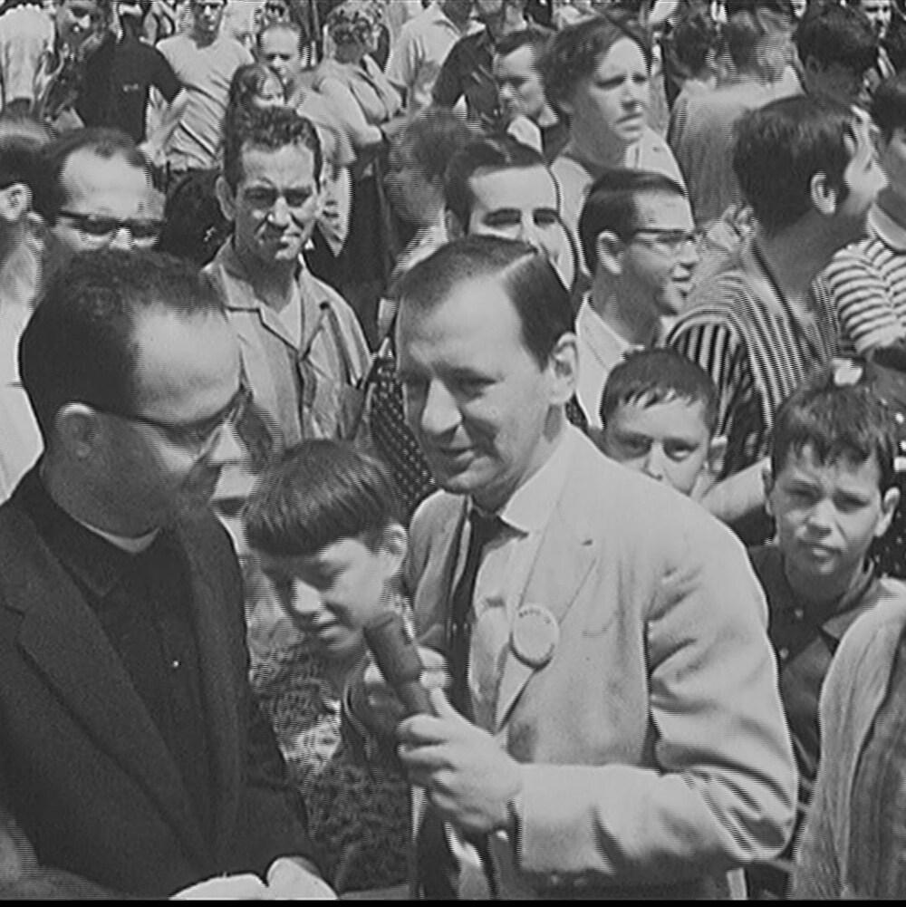 Entrevue dans une foule
