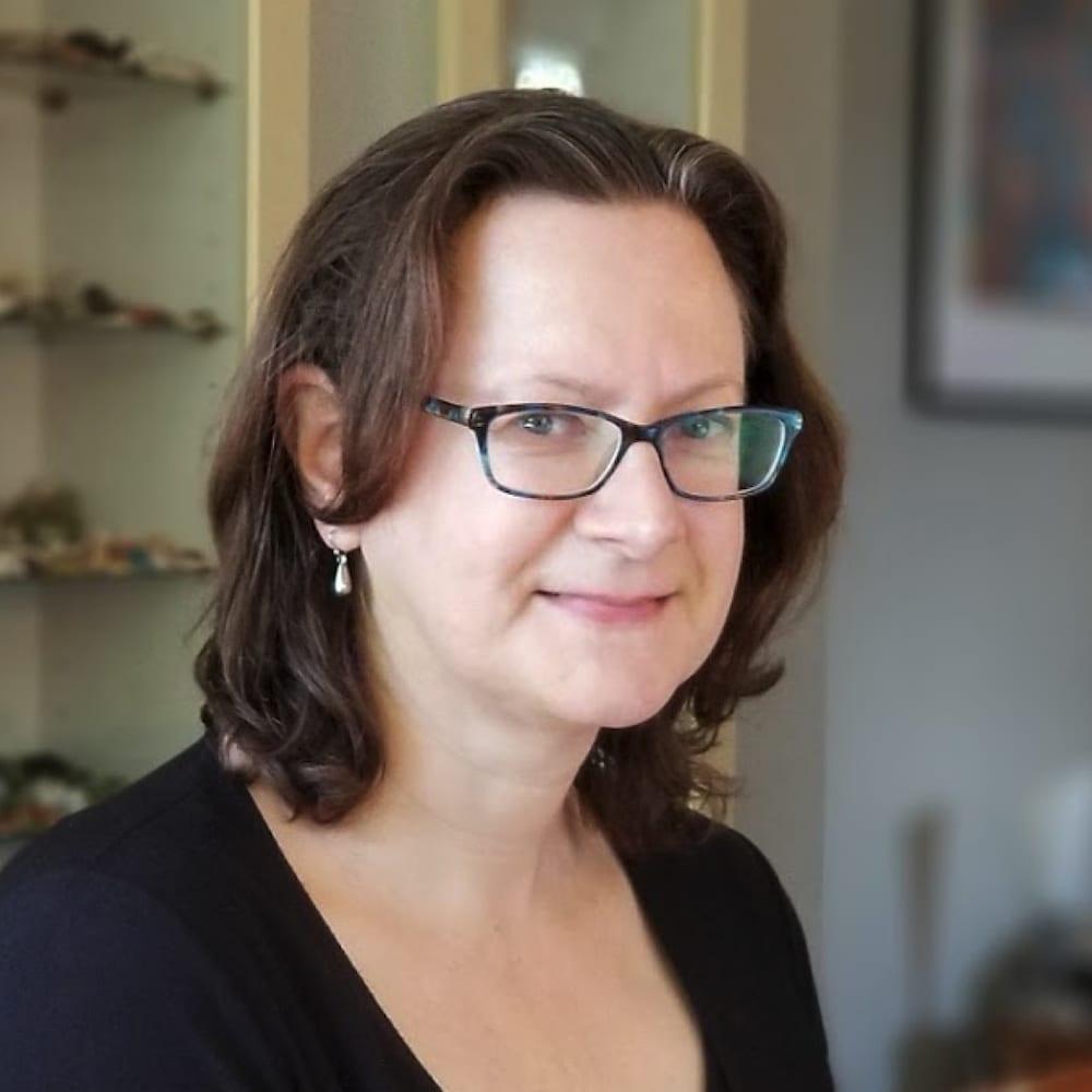 Un portrait photographique de la microbiologiste néerlandaise, Elisabeth Bik.