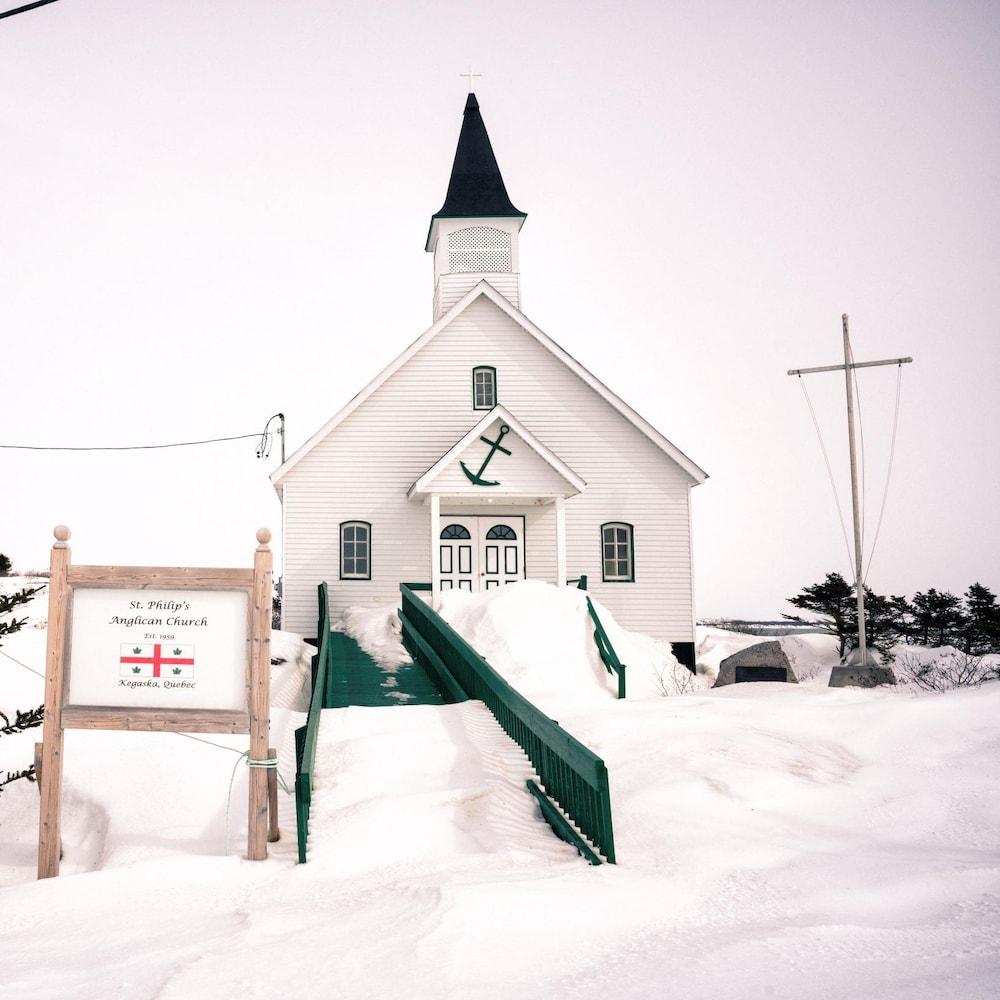 L'église St-Philip's à Kegaska en hiver.