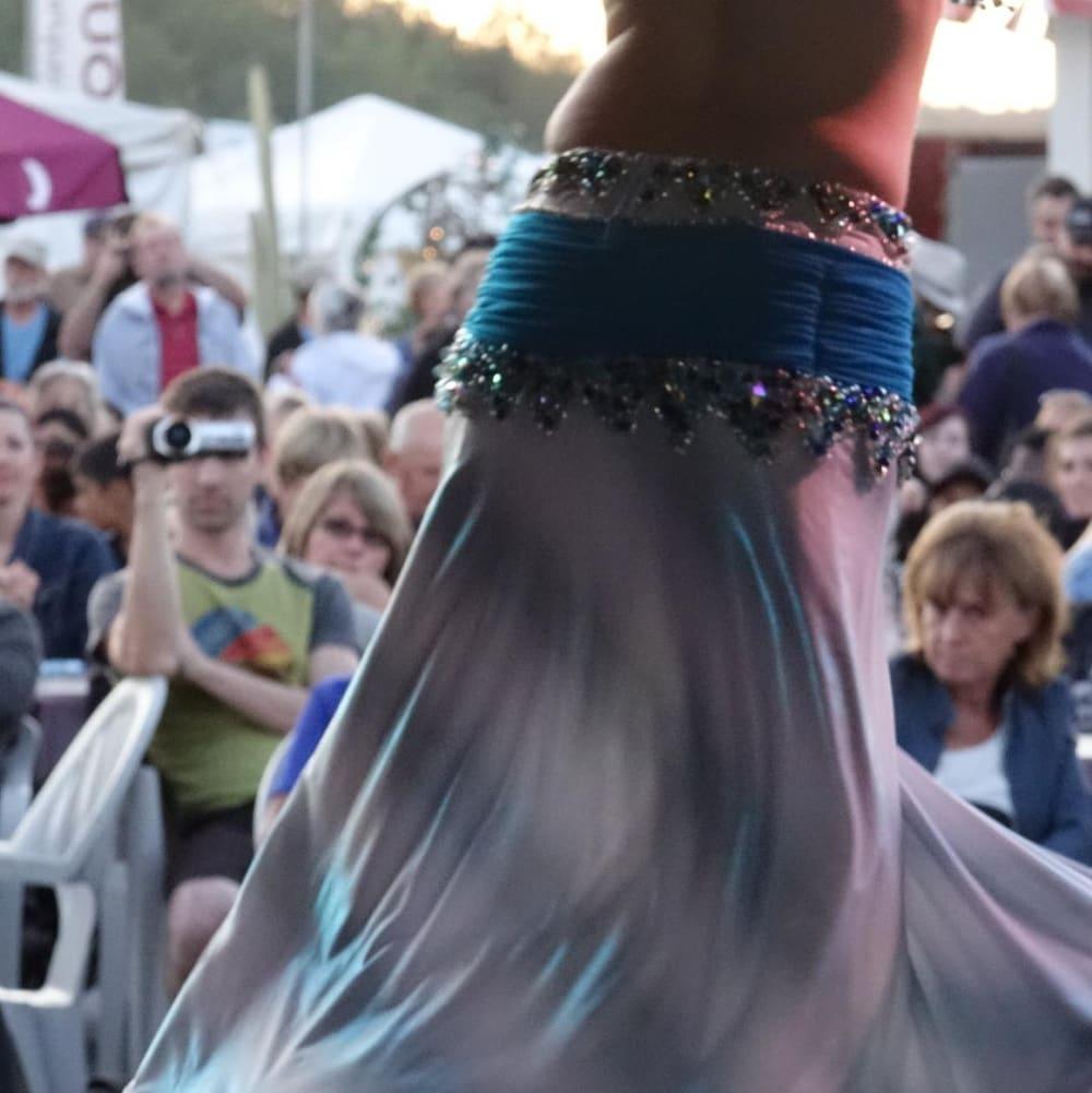 Prestation de la troupe Anka au Festival des traditions du monde de Sherbrooke. La troupe se spécialise dans les danses orientales.