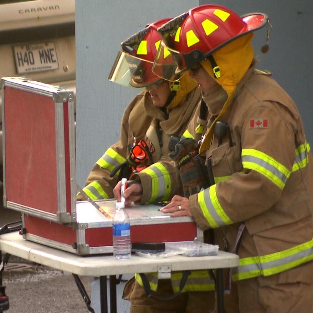 Chefs des pompiers au travail