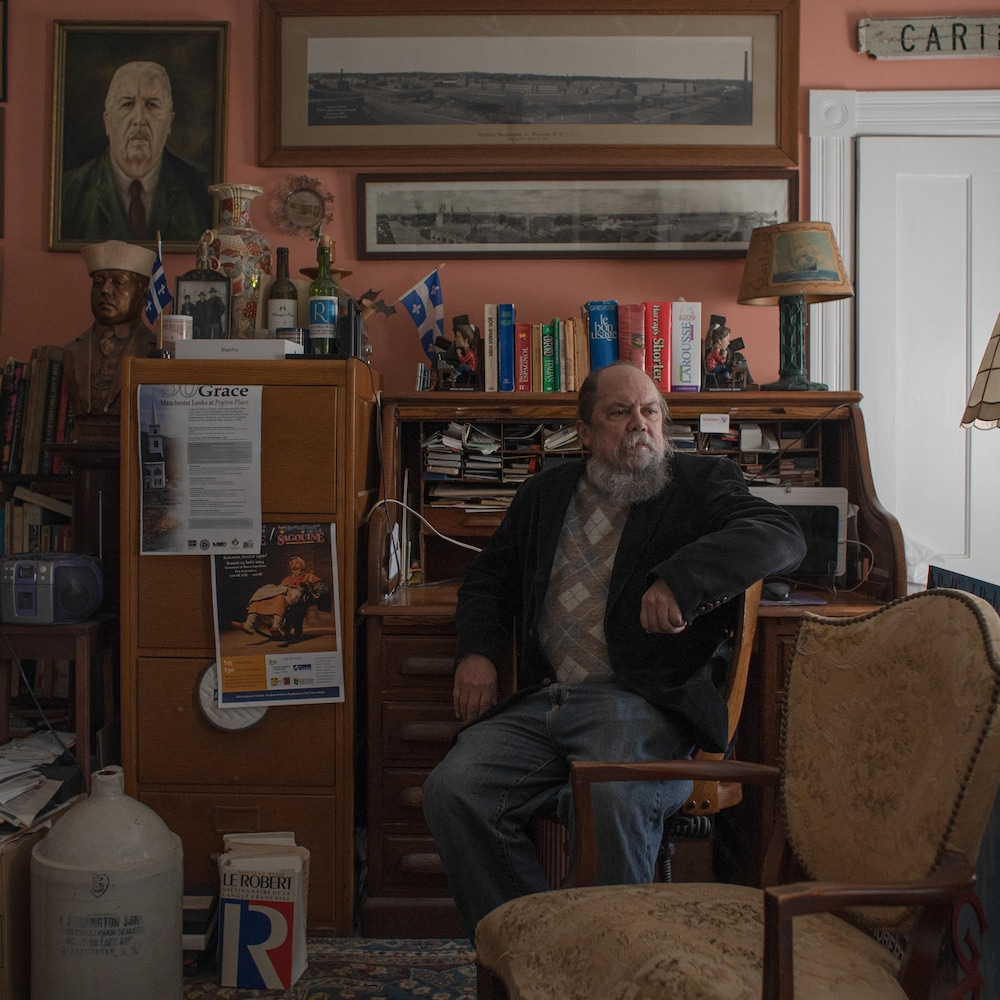 Robert Perreault dans le bureau de sa demeure à Manchester, au New Hampshire