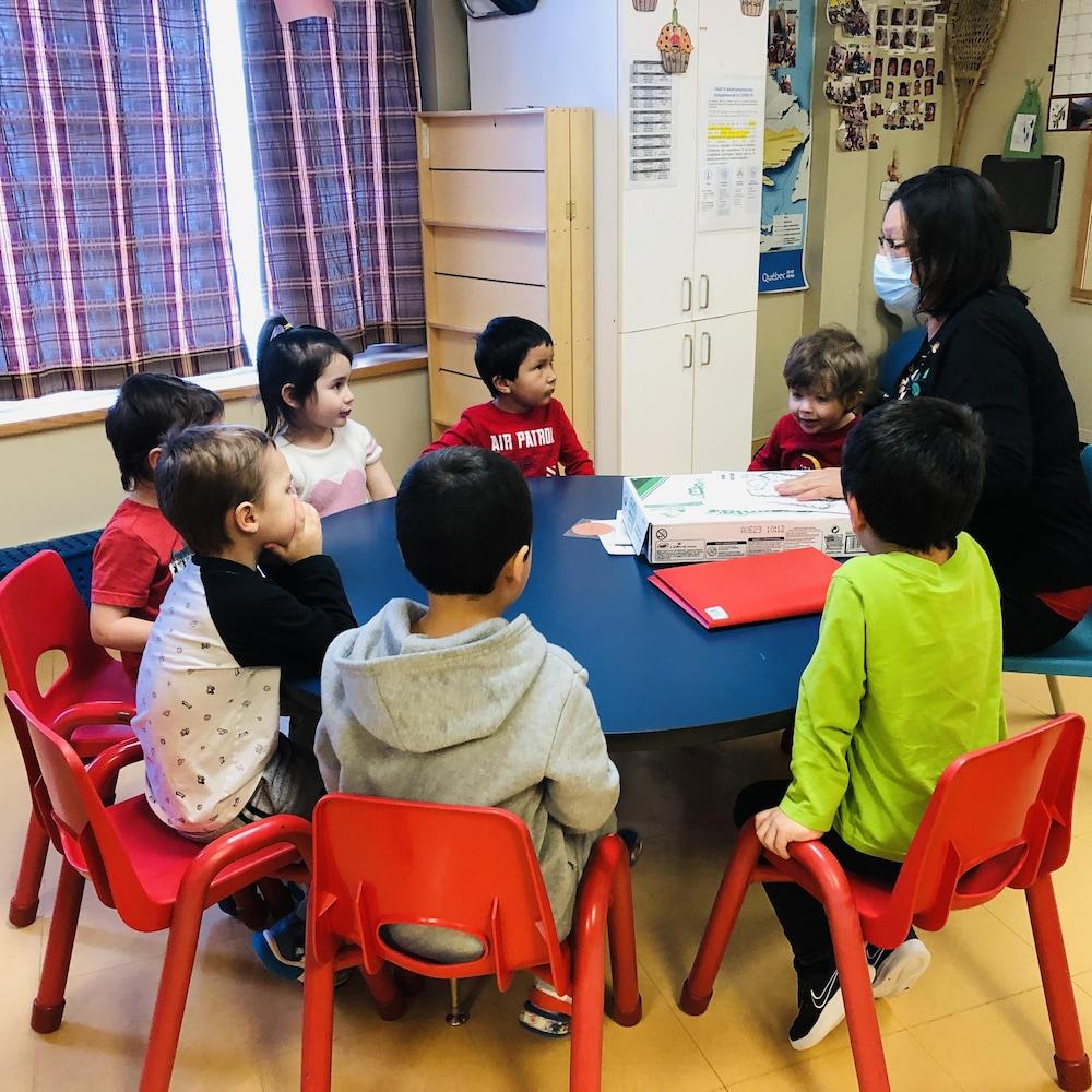 Des enfants de la garderie Abinodjic-Miguam à Val-d'Or.
