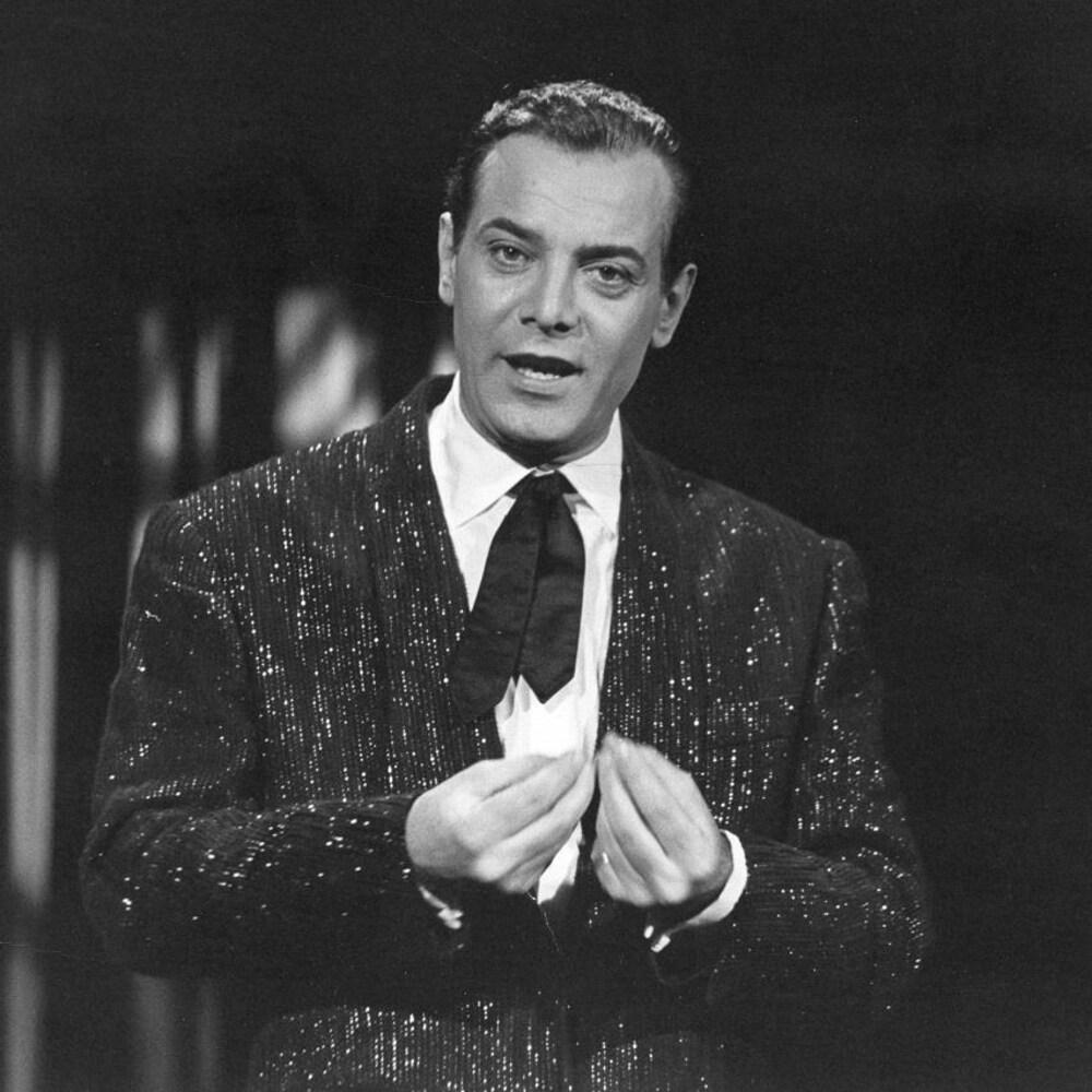 Le chanteur Georges Guétary en performance.