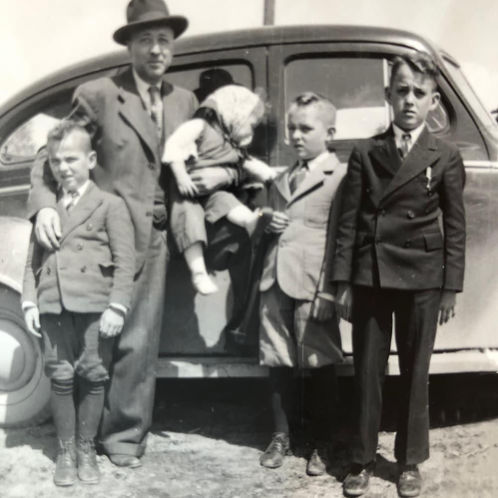 La famille de Gérard Fournier avec son père, sa sœur et ses deux frères.