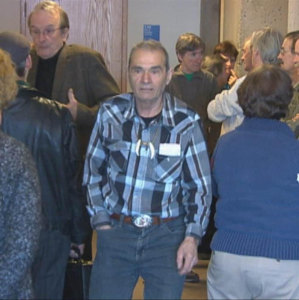 Ghislain Corneau dans une foule.