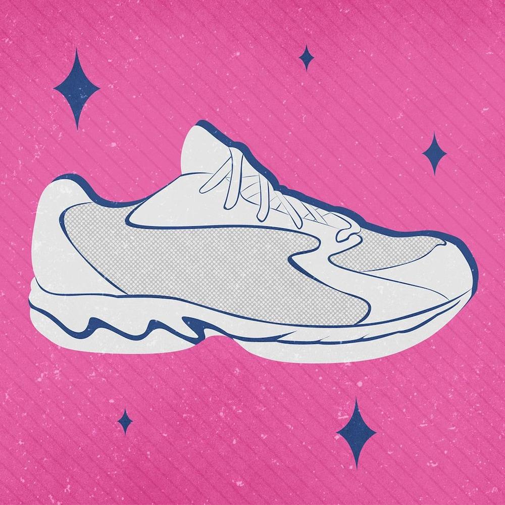 Illustration d'un soulier blanc de style « dad shoe » du début des années 2000. Le fond, texturé, est de couleur rose et des étoiles bleues entourent le soulier.
