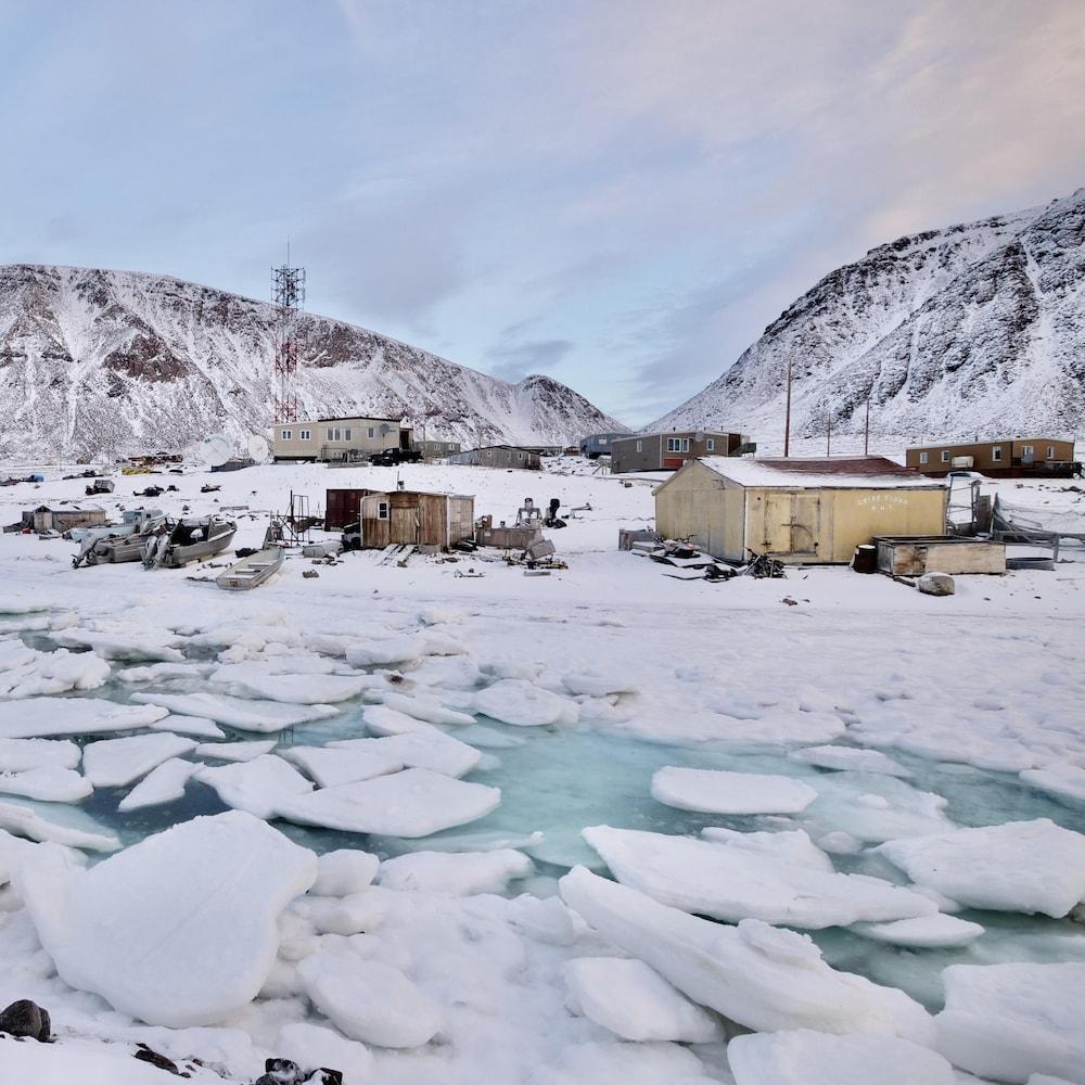 Un village niché dans les glaciers.