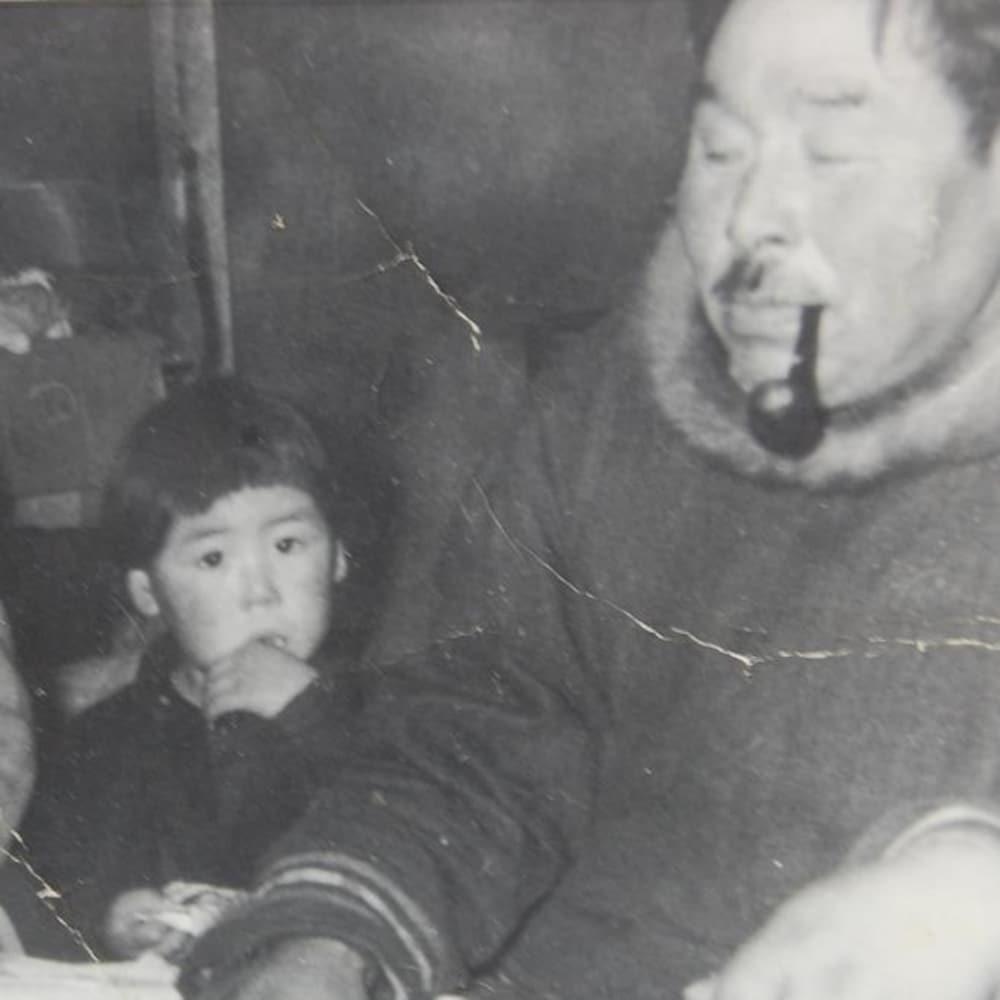 Photo ancienne de Larry et sa famille quand il était enfant.