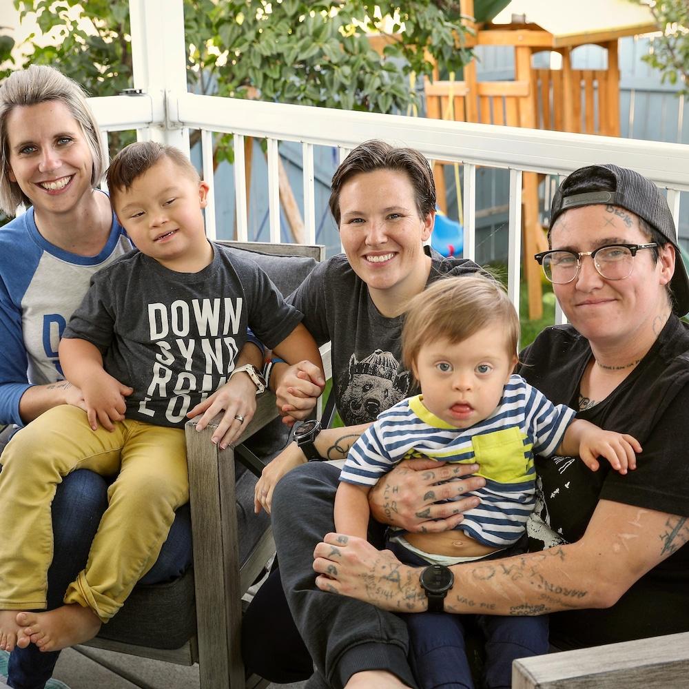 Becks en compagnie de deux enfants et deux adultes