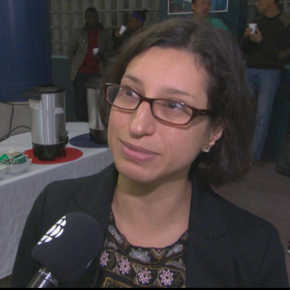 Jael Duarte répond aux question du journaliste
