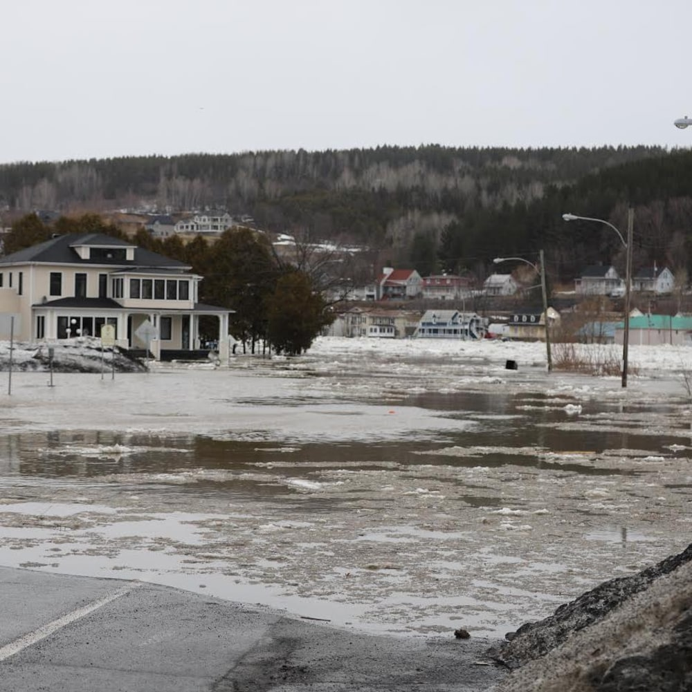 Plusieurs routes sont bloquées par les eaux.