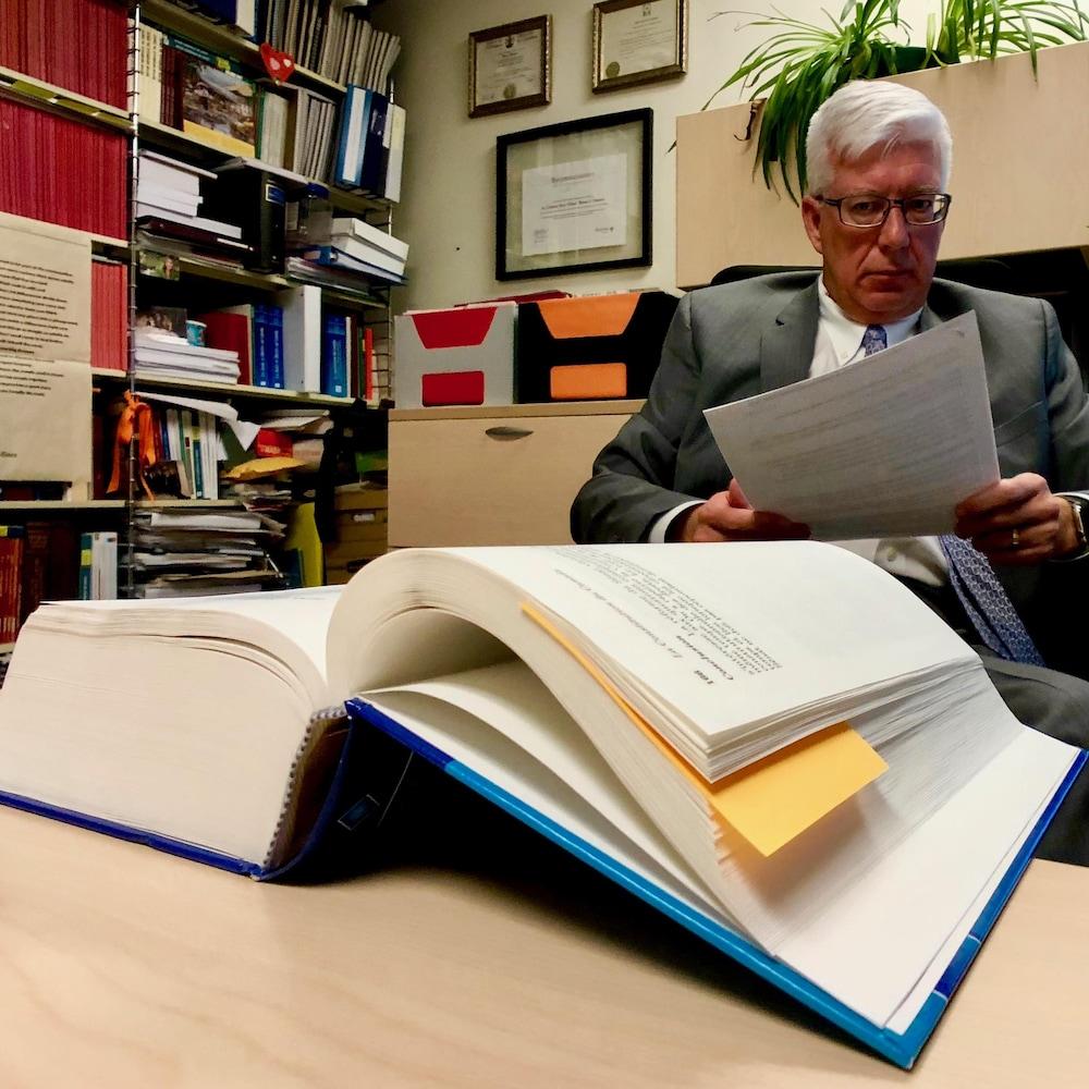 Le professeur de droit constitutionnel, Pierre Thibault, de la Faculté de droit de l'Université d'Ottawa