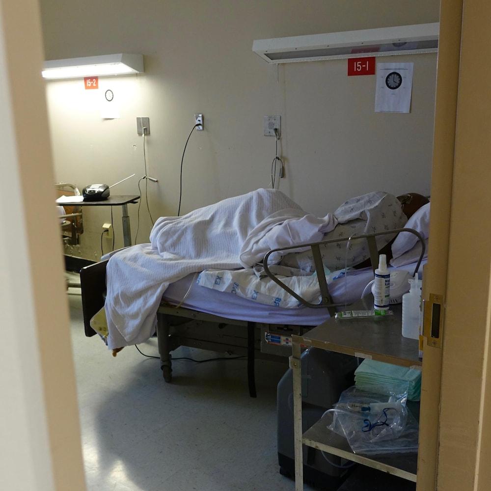 Un détenu en fin de vie dans une des sept chambres réservées pour accueillir les mourants