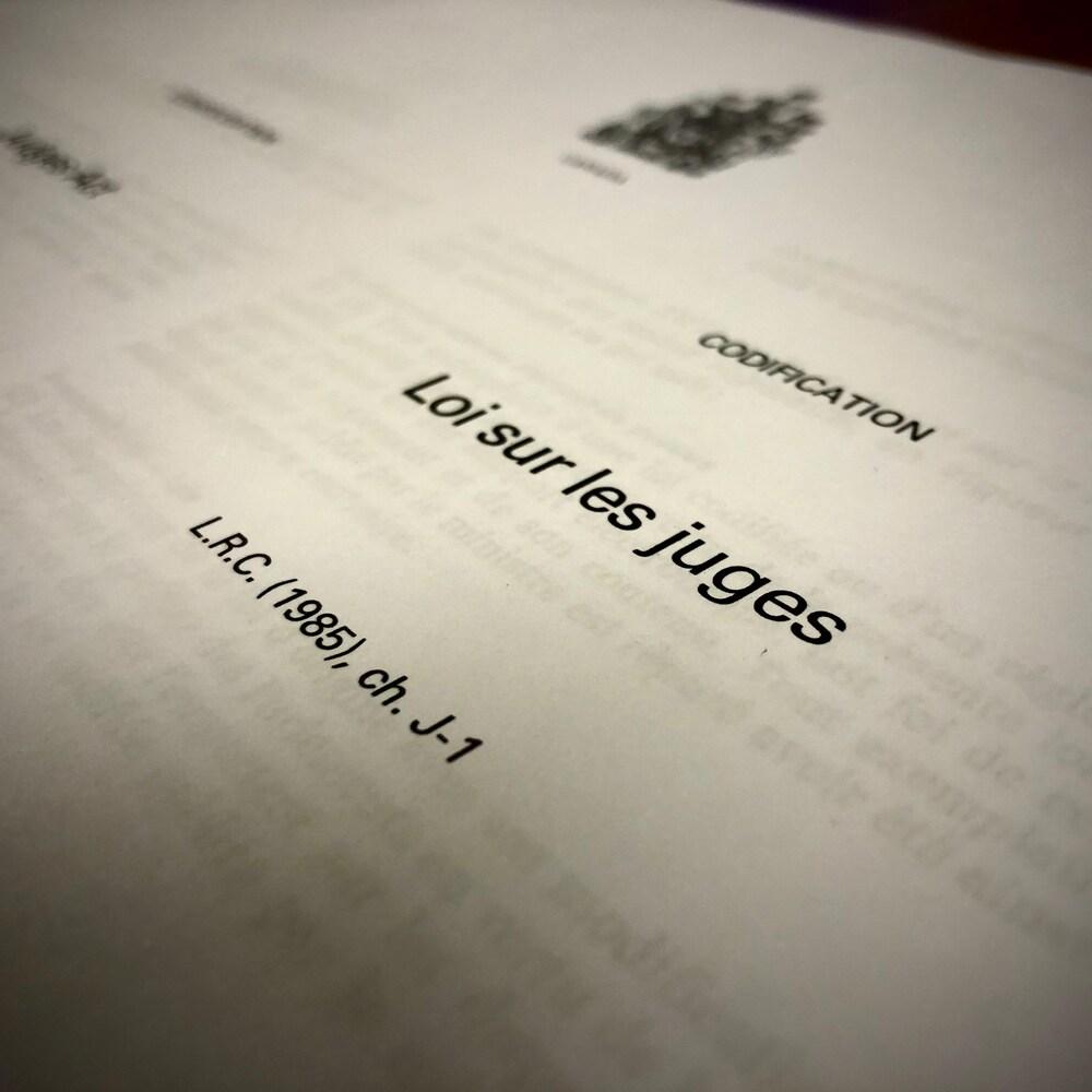 La page couverture de la Loi sur les juges