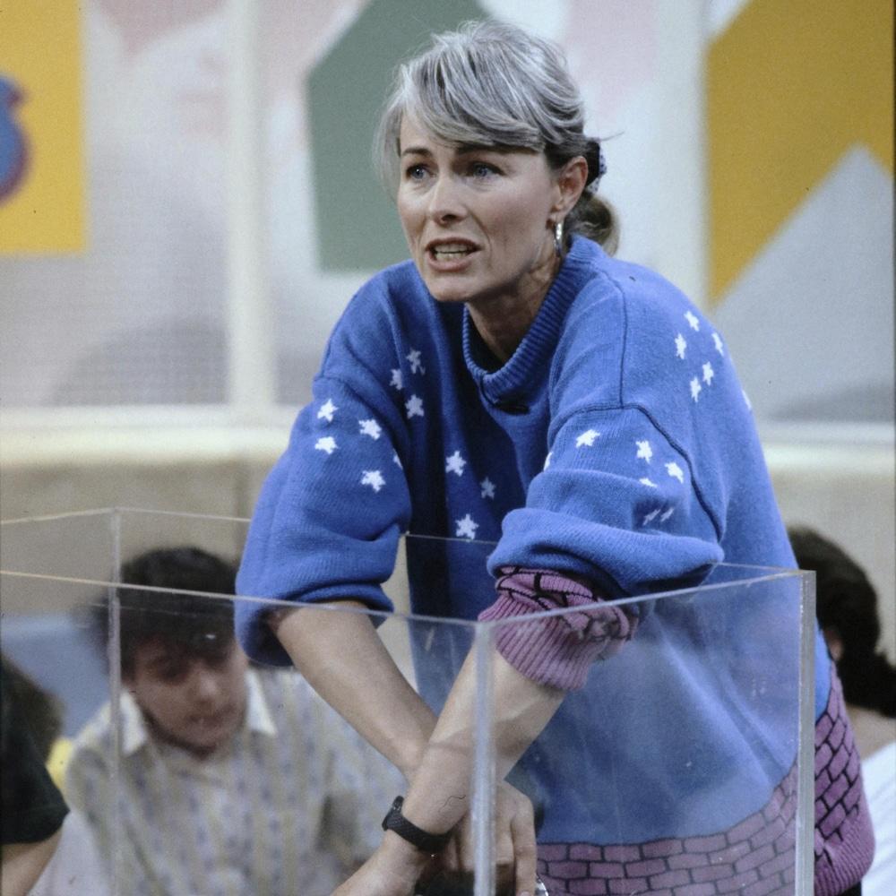 La vétérinaire Louise Beaudin montre un serpent sur le plateau de l'émission.
