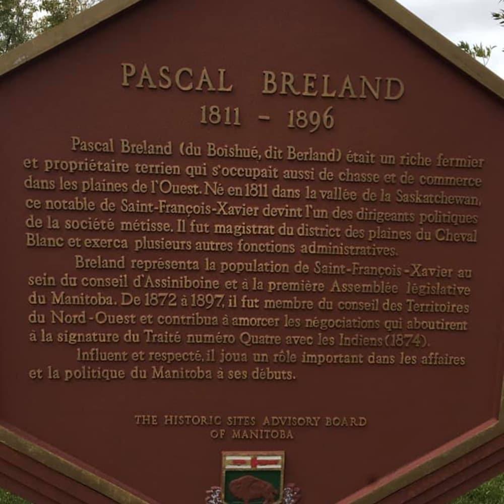 Une plaque historique à la mémoire de Pascal Breland.