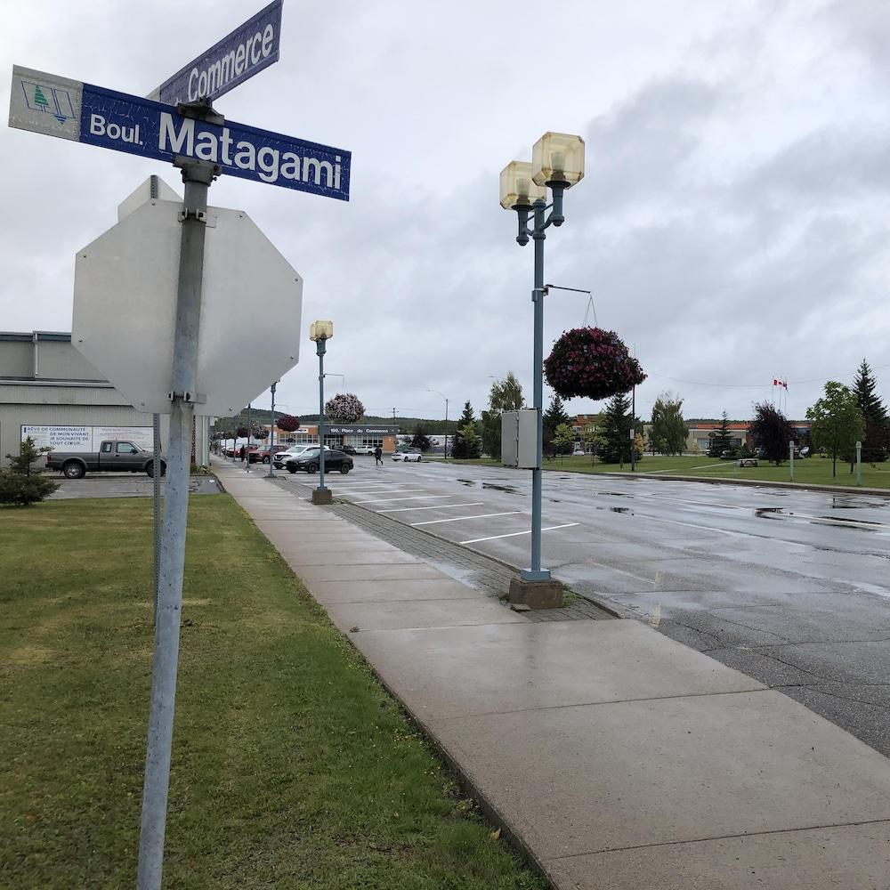 L'intersection de la rue du Commerce et du boulevard Matagami.