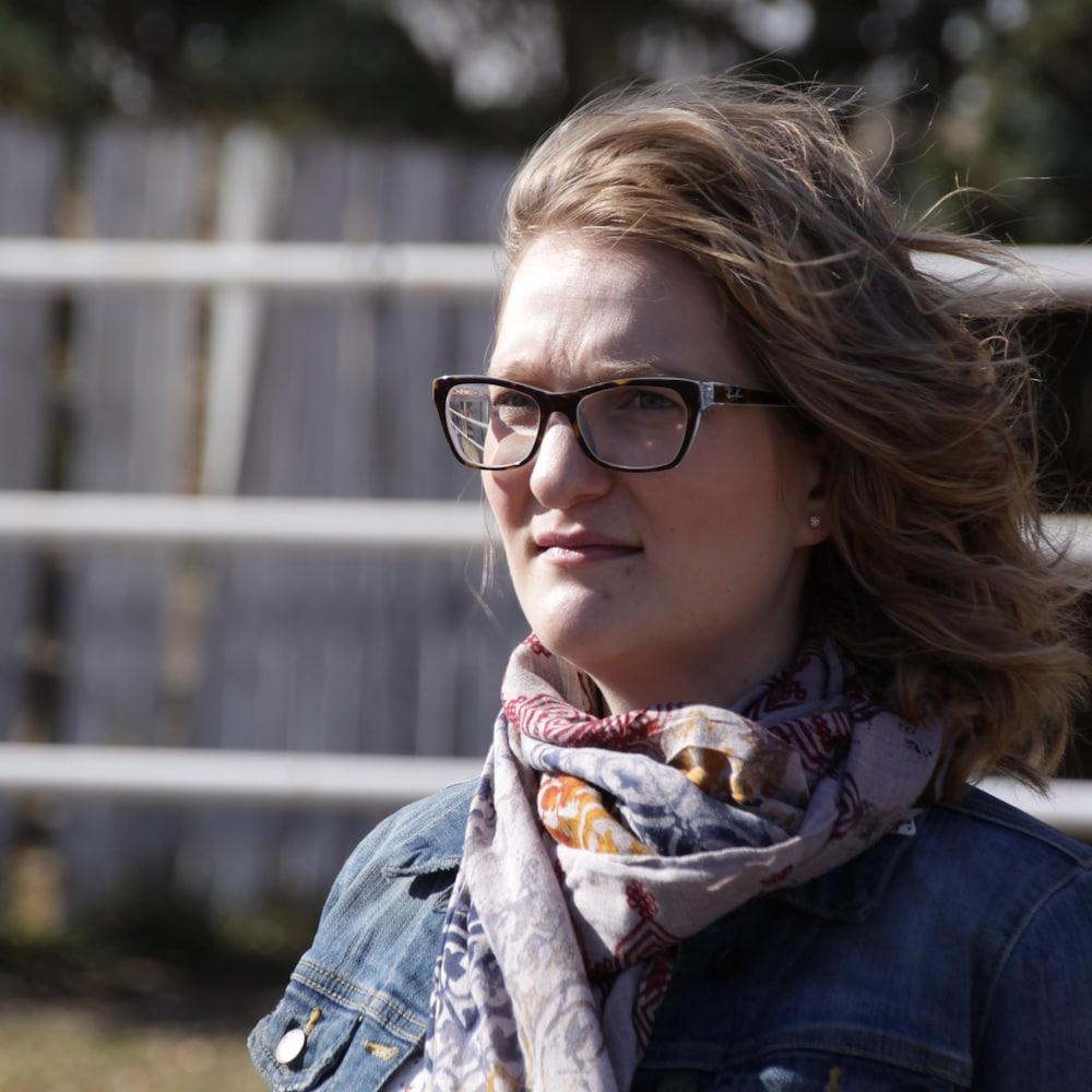 Une femme, Meagan Kenzle-Frohlick