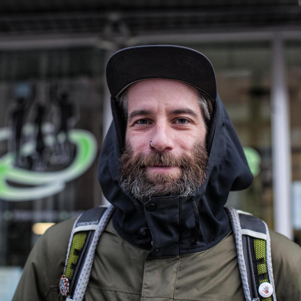 Jonathan Péthel est travailleur de rue pour l'organisme Spectre de rue.