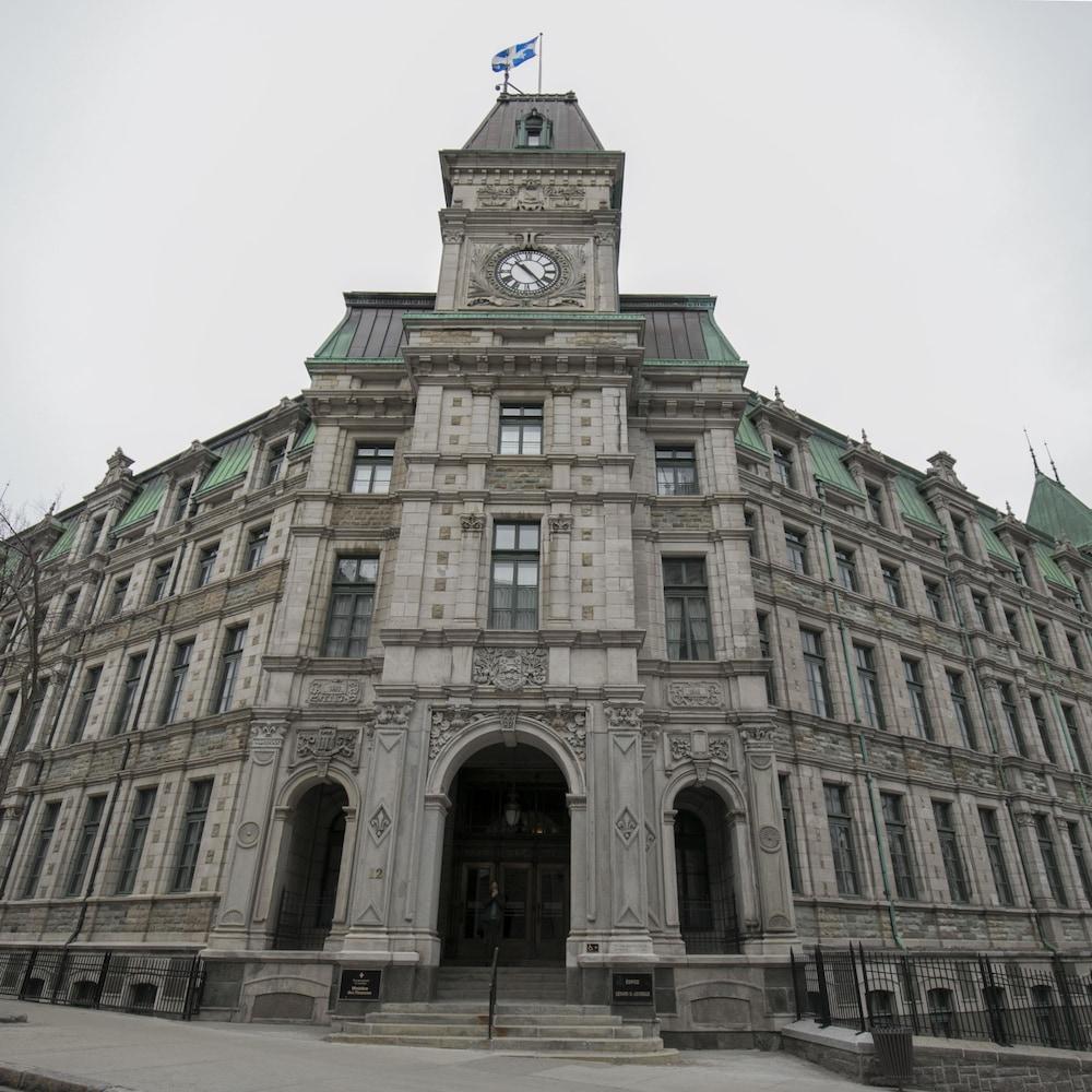 Les plans de l'ancien palais de justice de Québec, qui abrite aujourd'hui le ministère des Finances, ont été dessinés par Eugène-Étienne Taché.