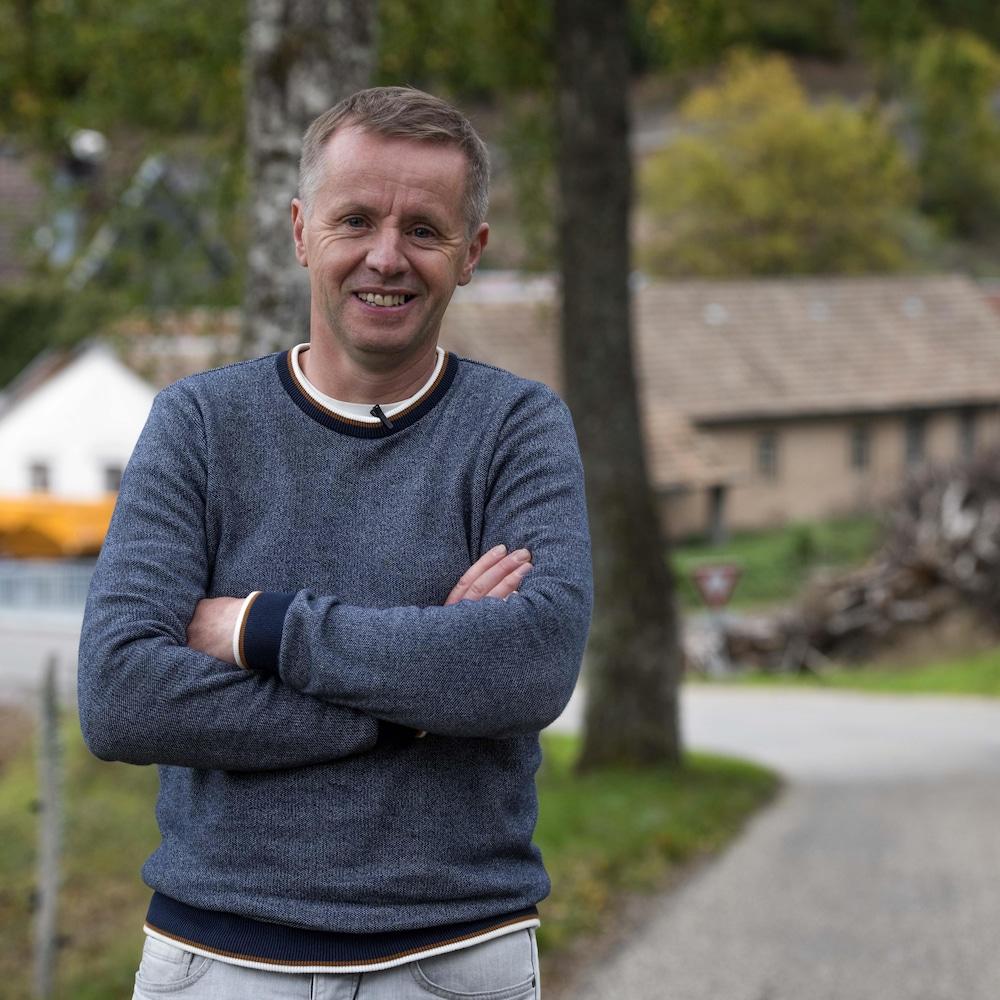 Jean-Sébastien Laumond les bras croisés.