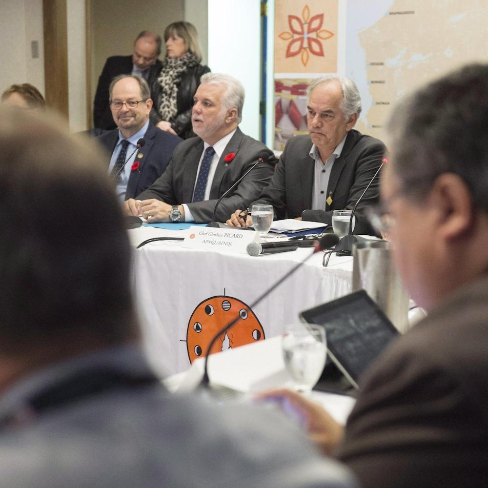 La rencontre du 4 novembre 2015, à la suite de la crise de Val-d'Or, entre le premier ministre Philippe Couillard et les chefs autochtones de l'Assemblée des Premières Nations du Québec et du Labrador (APNQL) à Montréal.