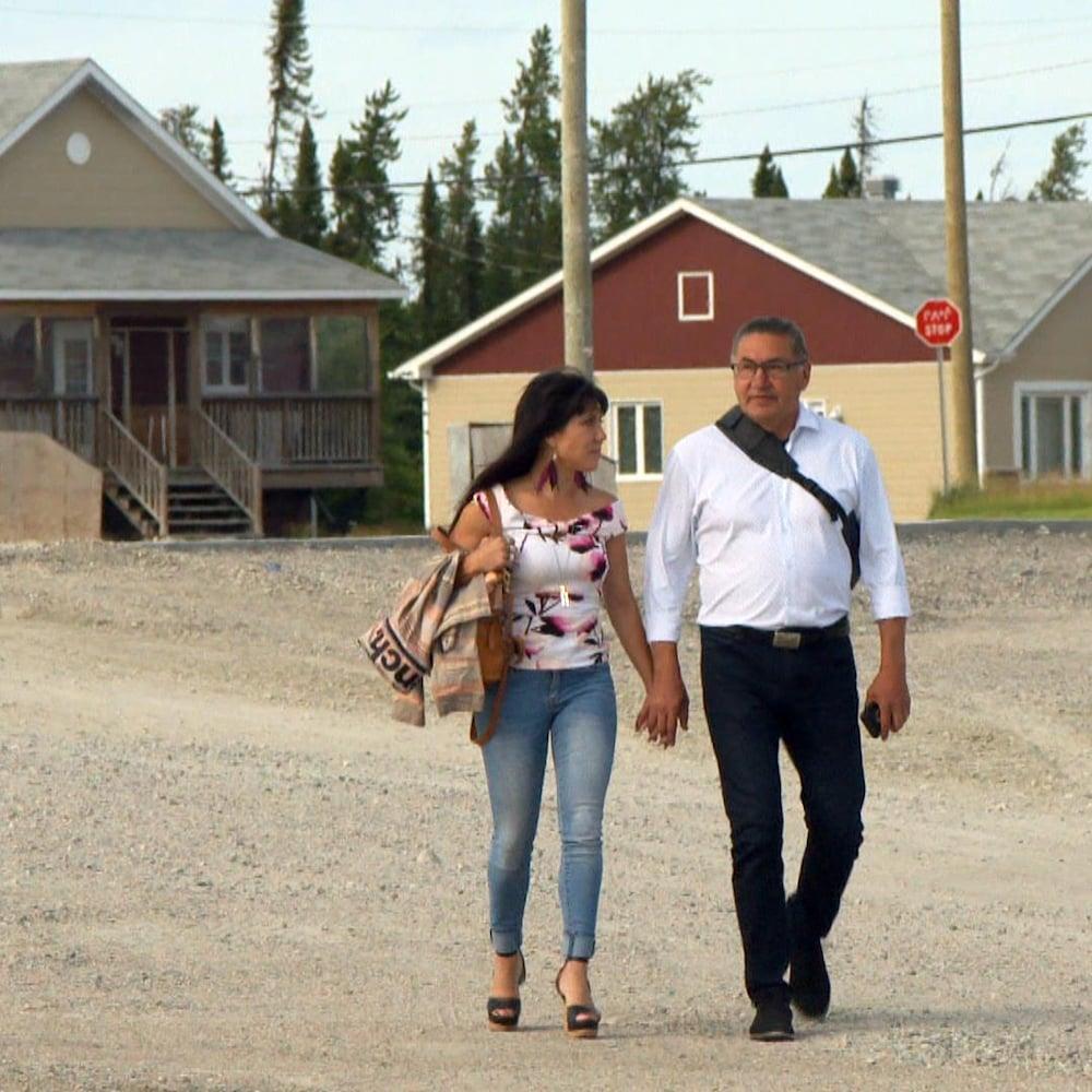 Le député sortant de la circonscription Abitibi—Baie-James—Nunavik—Eeyou au fédéral, Romeo Saganash, en compagnie de sa conjointe Leah Gazan, candidate pour le NPD dans Winnipeg-Centre.