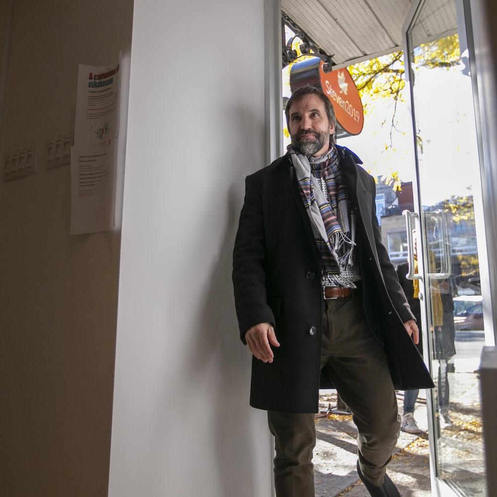 Photo: Radio-Canada / Ivanoh Demers Reportage 72 heures en coulisses avec Steven Guilbeault, candidat du Parti Libéral du Canada.   Photo prise à Montréal, Québec, Canada.  Sur la photo: (Gauche à droite) Ambiance dans le bureau de comté de Steven Guilbeault.   Le 19 Oct 2019   2019/10/19