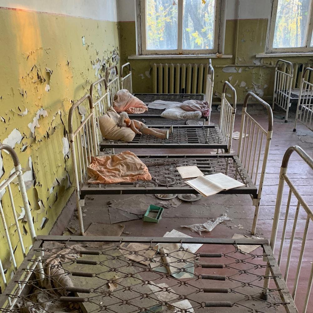 Un accident nucléaire dans une centrale soviétique en avril 1986 a rasé la ville de Tchernobyl en Ukraine.