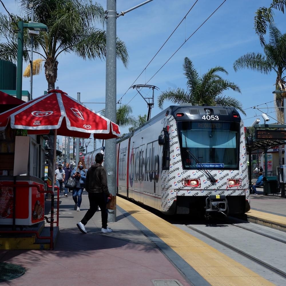 Un tramway près de la frontière entre les États-Unis et le Mexique.