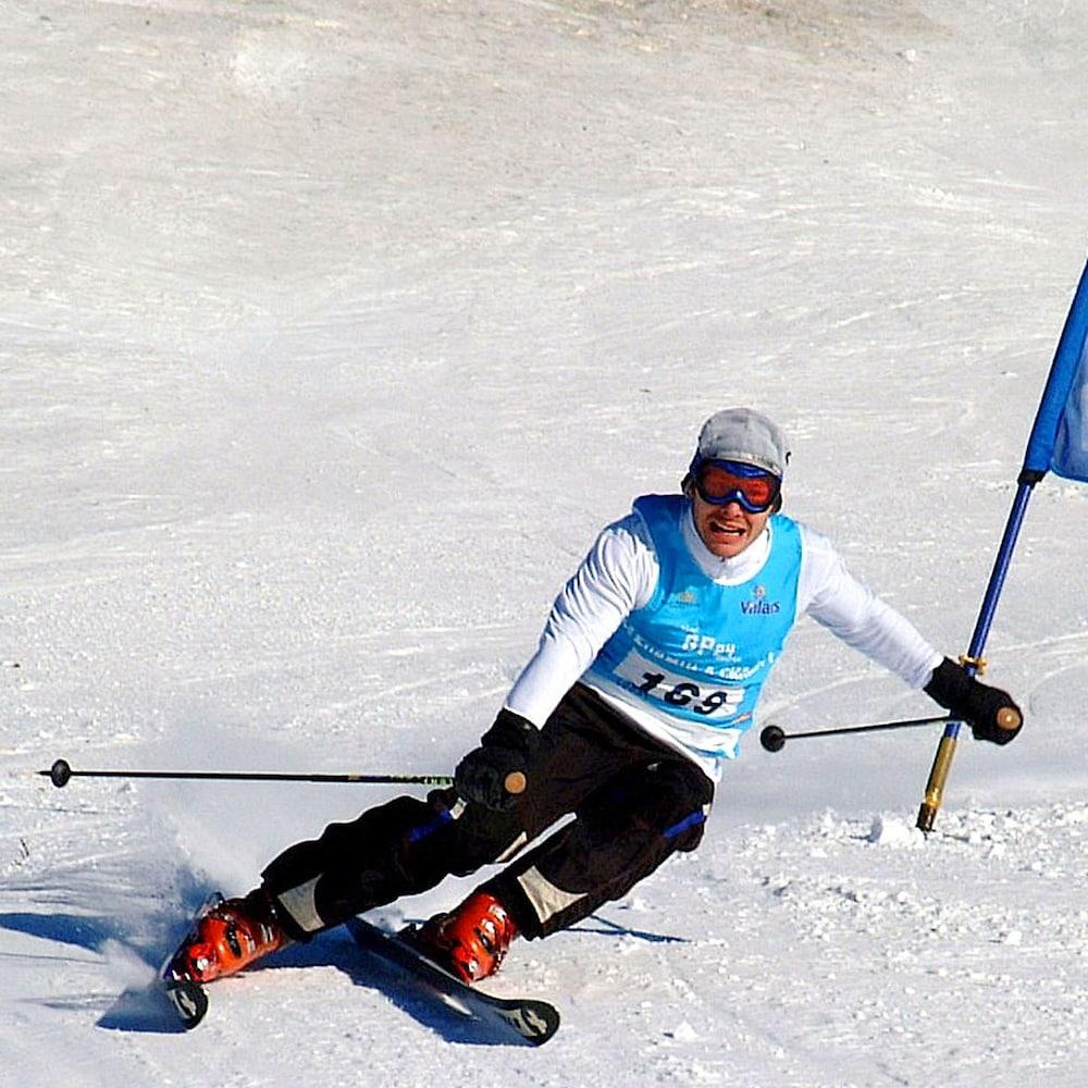 Jacques Villeneuve en ski.