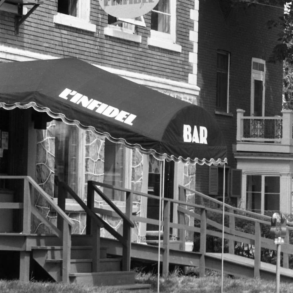 Façade du bar L'Infidel.