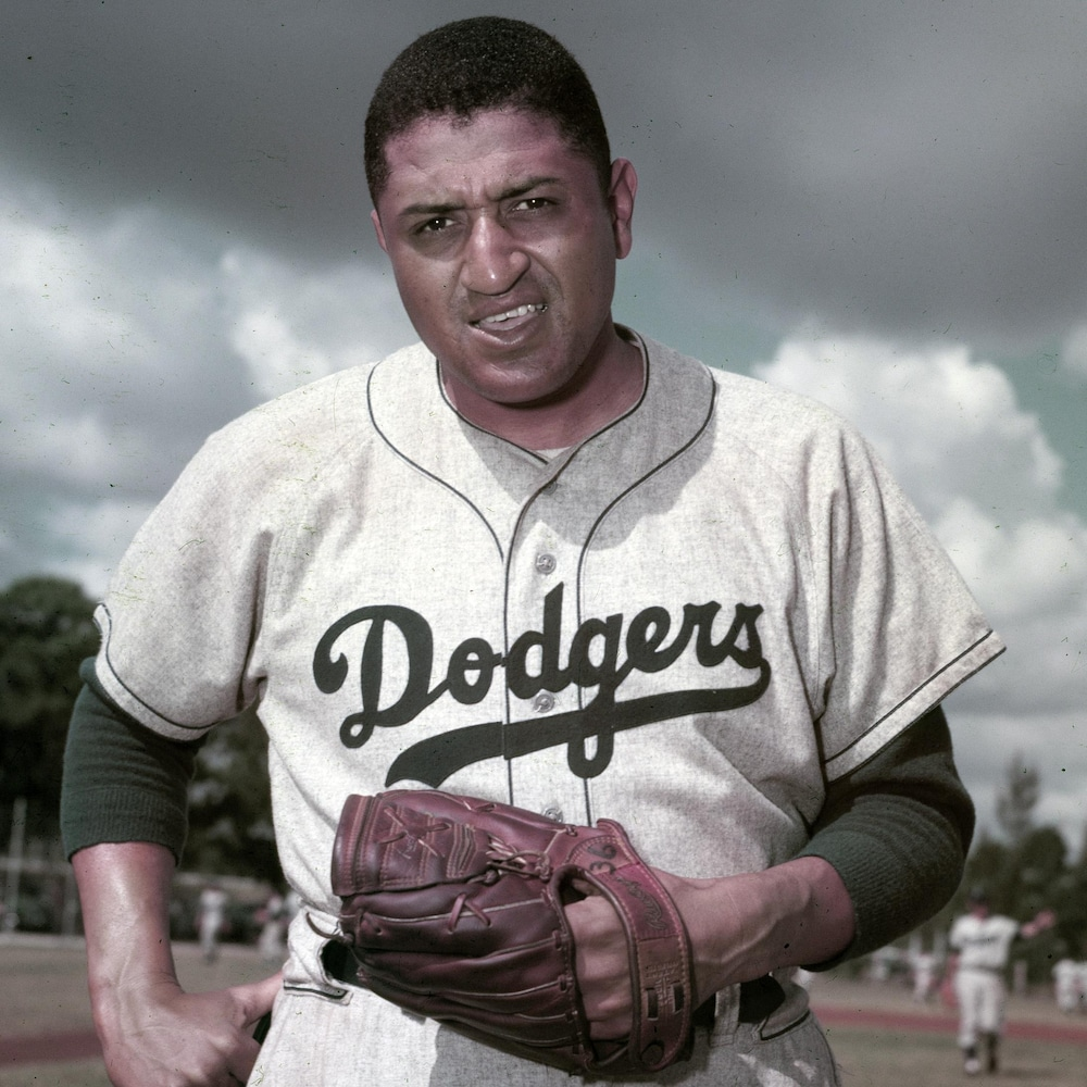 Don Newcombe dans l'uniforme des Dodgers en 1956