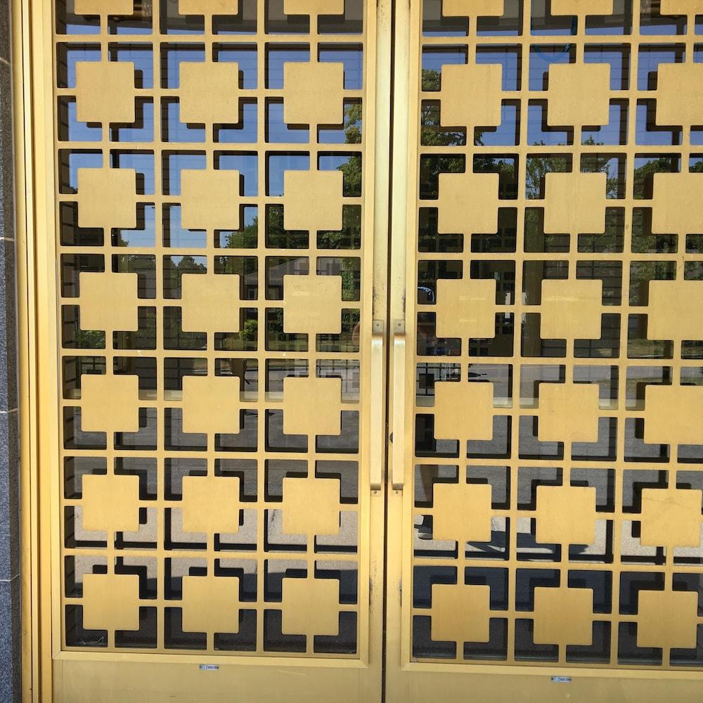 Un aperçu des motifs ornant les portes.