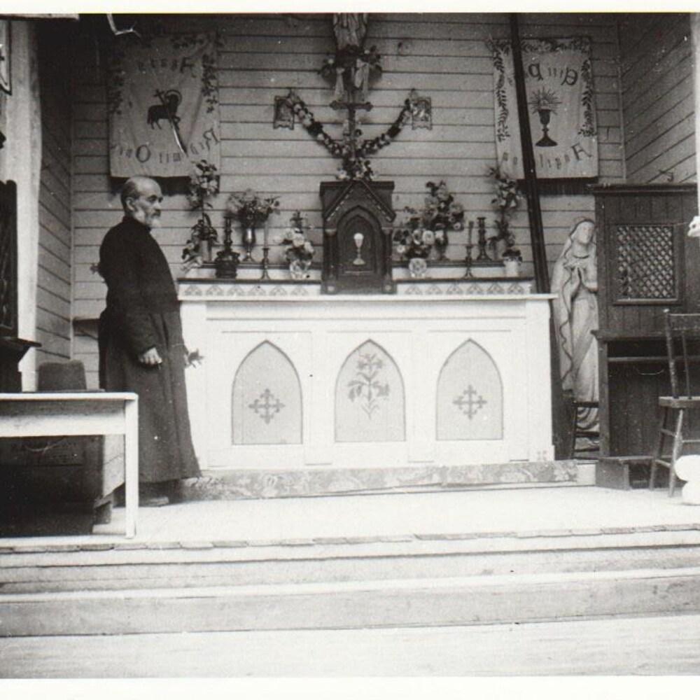 La petite chapelle à la grotte à Saint-Laurent