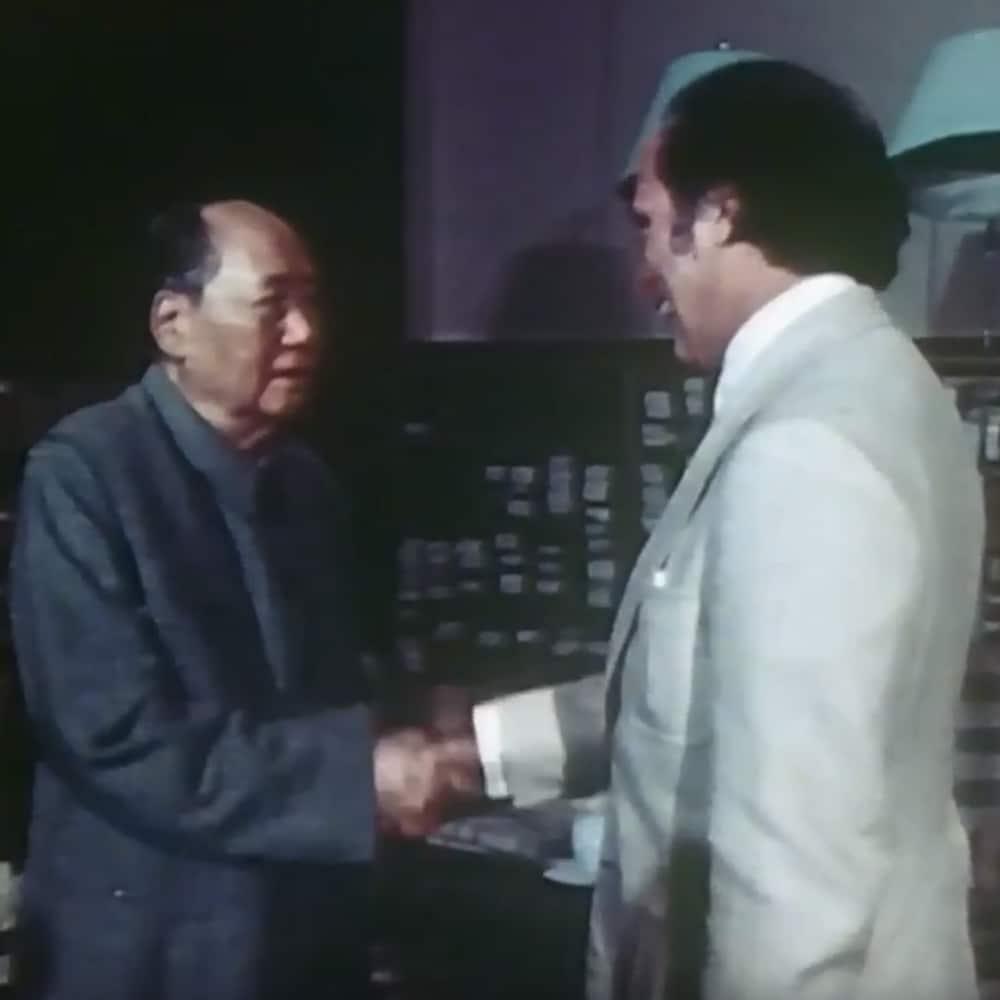 Poignée de main historique entre le premier ministre canadien Pierre Elliot Trudeau et le président de la République populaire de Chine, Mao Tse Toung, à Pékin en octobre 1973.