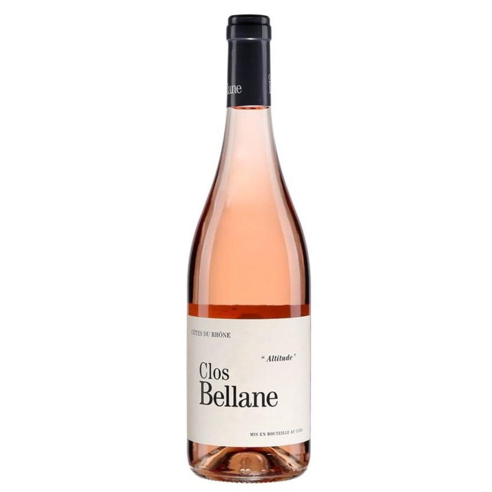 Bouteille de vin rosé avec l'inscription Clos Bellane sur une étiquette.