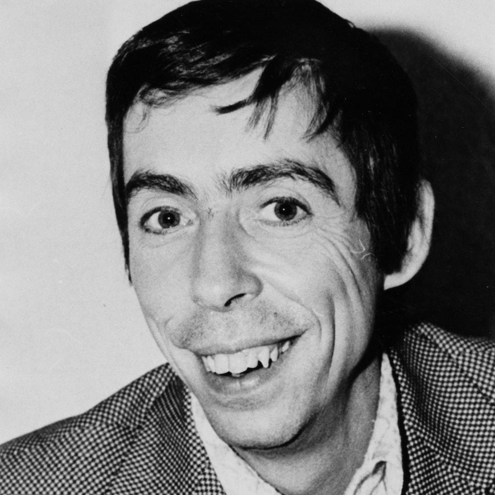 Gilles Latulippe souriant à la caméra en 1972.
