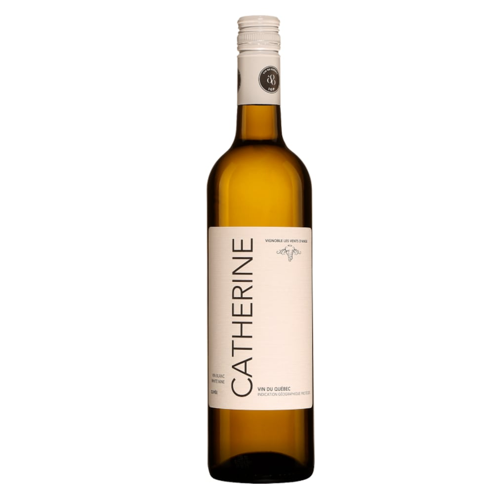 Bouteille de vin ambrée avec une étiquette où on peut lire Catherine.