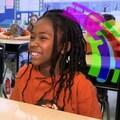 Les enfants rient en classe