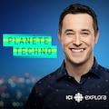 L'animateur de l'émission Planète techno Jean-Michel Vanasse arborant un grand sourire