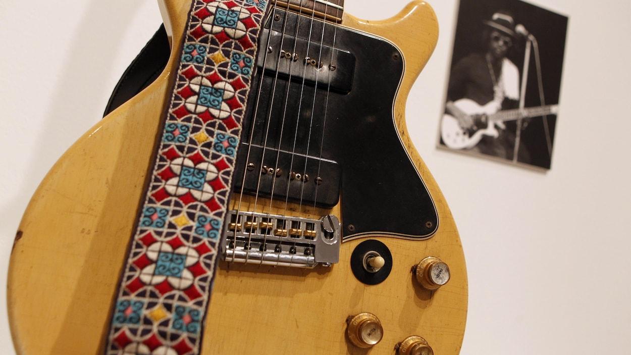 datant GIBSON SG Guitars