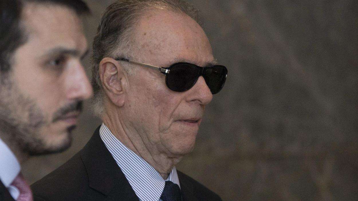 Le patron du Comité olympique du Brésil Carlos Nuzman porte des lunettes fumées