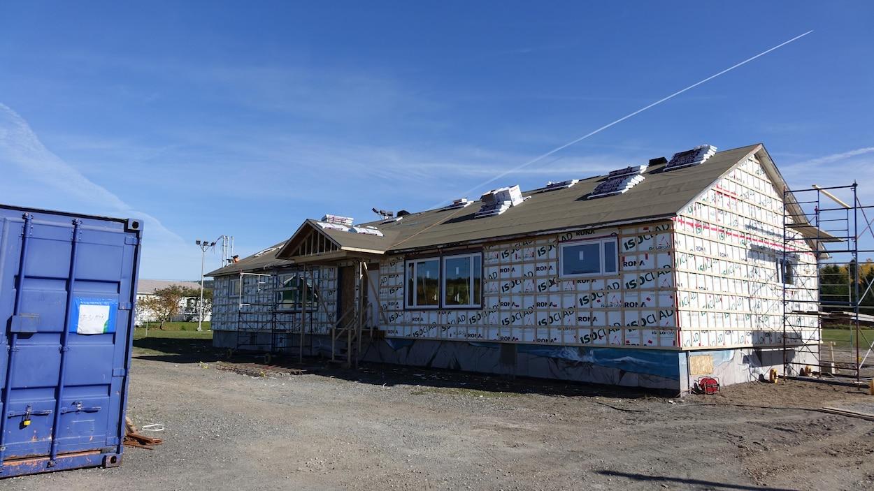 La bâtisse du centre communautaire de Saint-Simon-de-Rimouski  en cours de rénovation