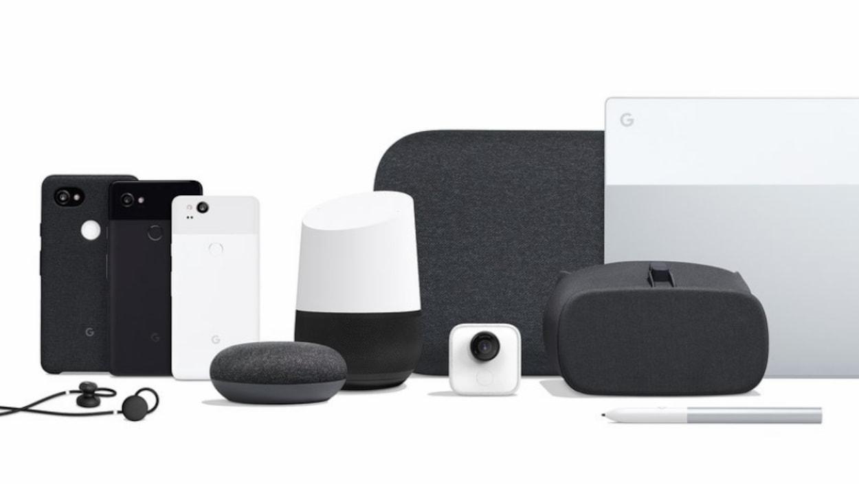 La gamme complète d'appareils Google présentés le 4 octobre, incluant les téléphones Pixel 2 et Pixel 2 XL, les écouteurs Pixel Buds, les nouveaux appareils Google Home, la caméra Google Clip, le masque de réalité virtuelle Daydream, l'ordinateur portable Pixelbook et un stylet intelligent.