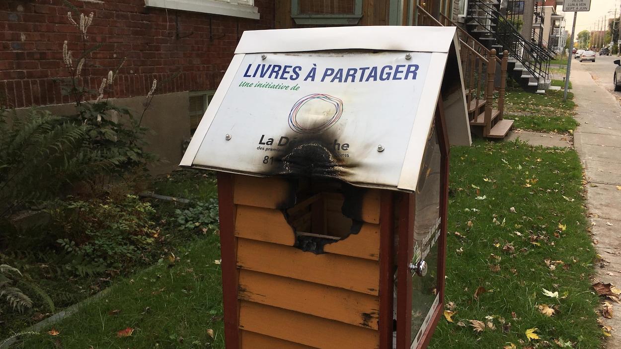 Une bibliothèque de rue a été vandalisée à Trois-Rivières.